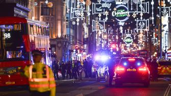 LONDON. UNITED KINGDOM - NOVEMBER 24: Police cordon around Oxford Circus station during the incident on November 24, 2017 in London, England.  PHOTOGRAPH BY Matthew Chattle / Barcroft Images (Photo credit should read Matthew Chattle / Barcroft Images / Barcroft Media via Getty Images)