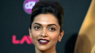 Indian film star Deepika Padukone walks the green carpet as she arrives for the 15th annual International Indian Film Awards in Tampa, Florida, April 26, 2014. REUTERS/Steve Nesius  (UNITED STATES - Tags: ENTERTAINMENT)