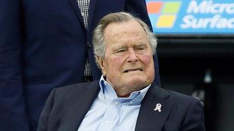 HOUSTON, TX - NOVEMBER 05: Former President George H.W. Bush at NRG Stadium on November 5, 2017 in Houston, Texas. Indianapolis Colts beat the Houston Texans 20-14. (Photo by Bob Levey/Getty Images)