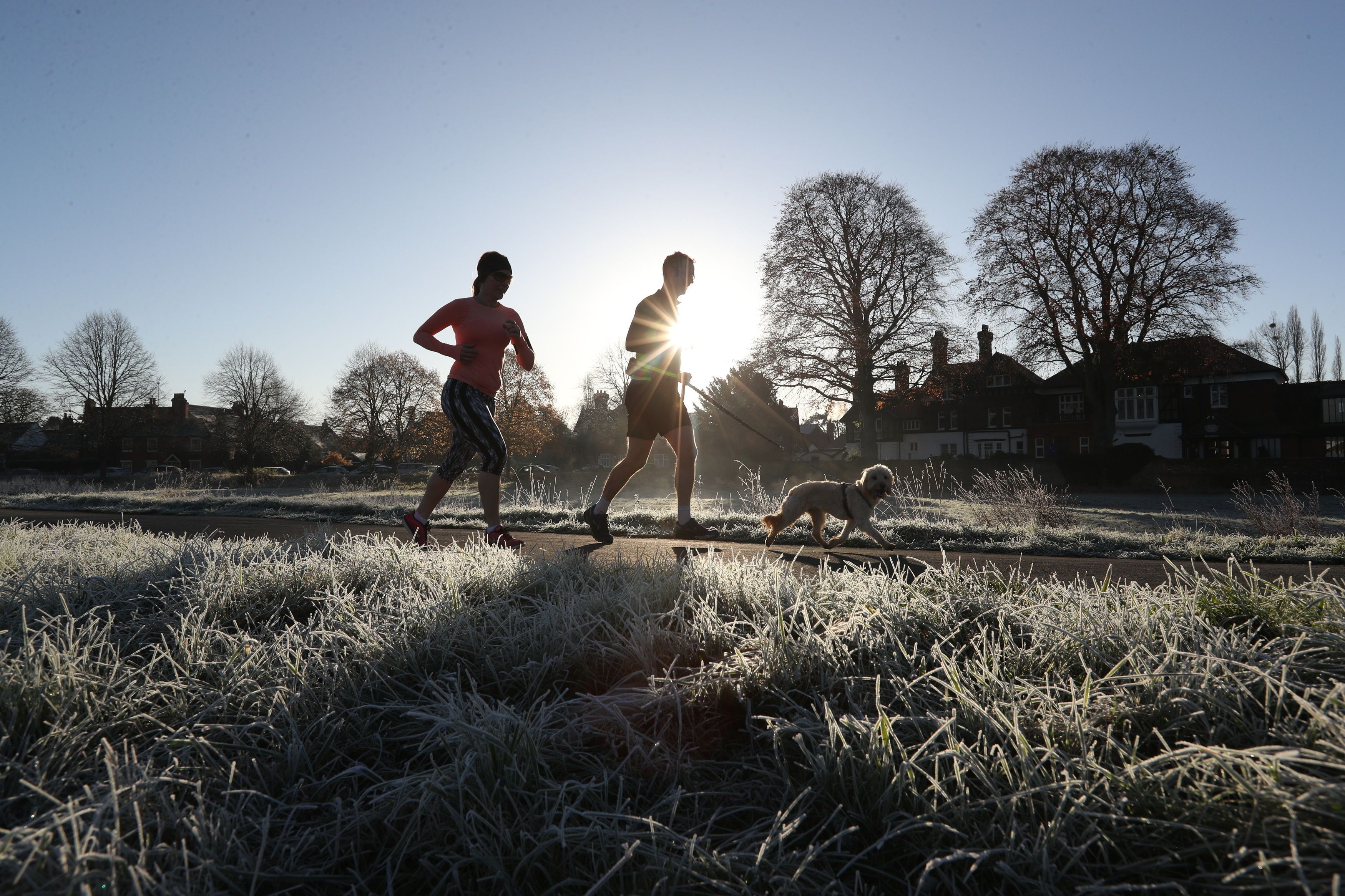 UK Weather Sees Mercury Drop Below Freezing As Forecasters Issue Ice