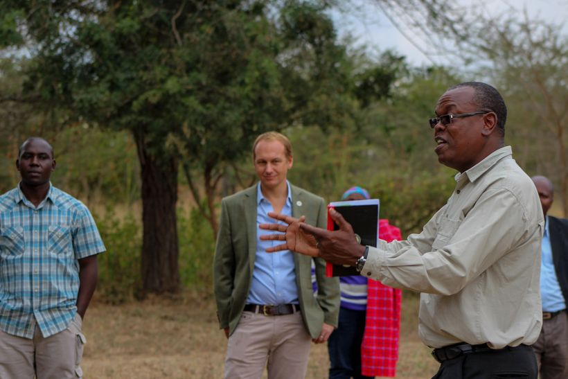 Dr. Phillip Muruthi, instructing in the field.