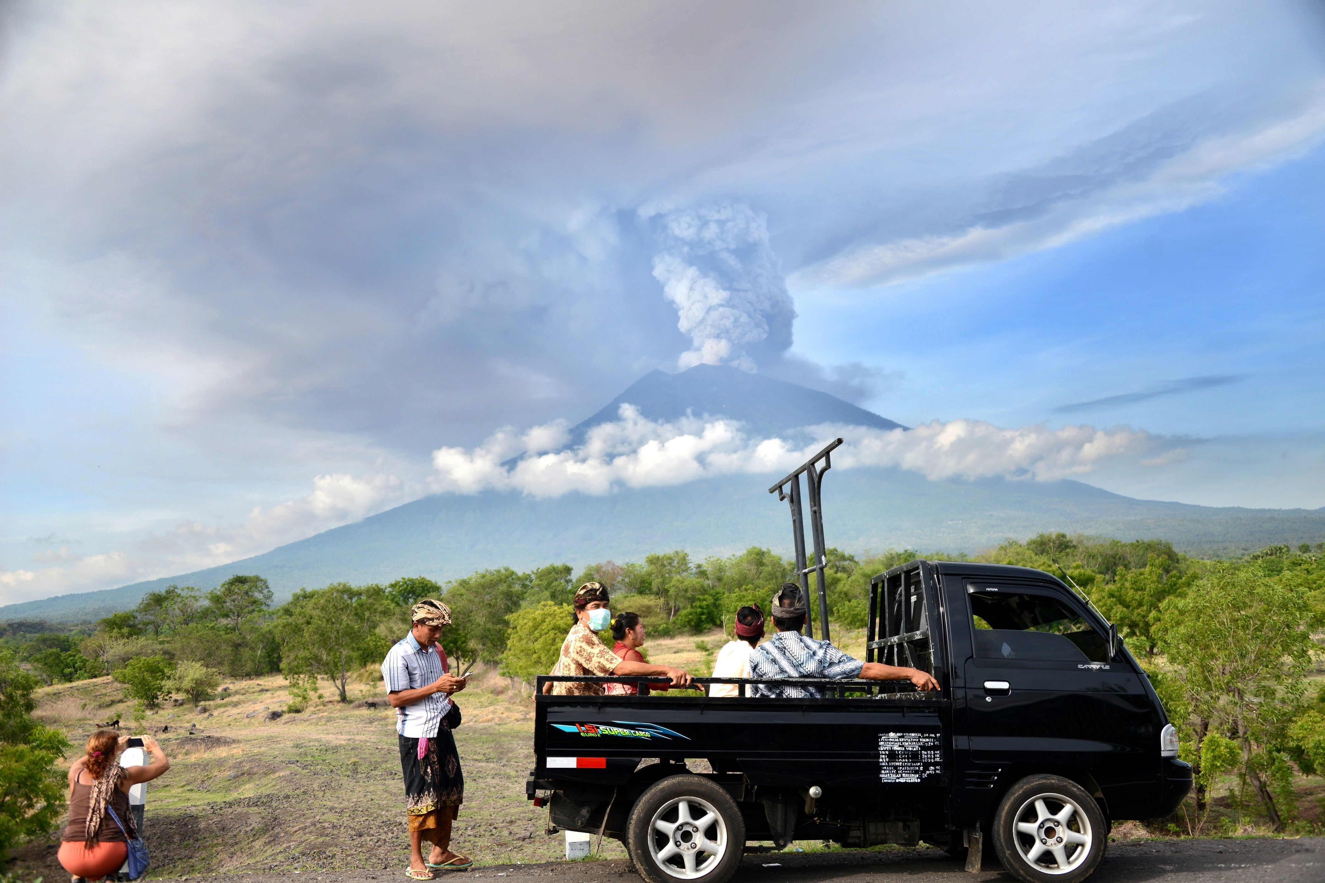 <strong>Mount Agung continues to be a popular tourist attraction.</strong>