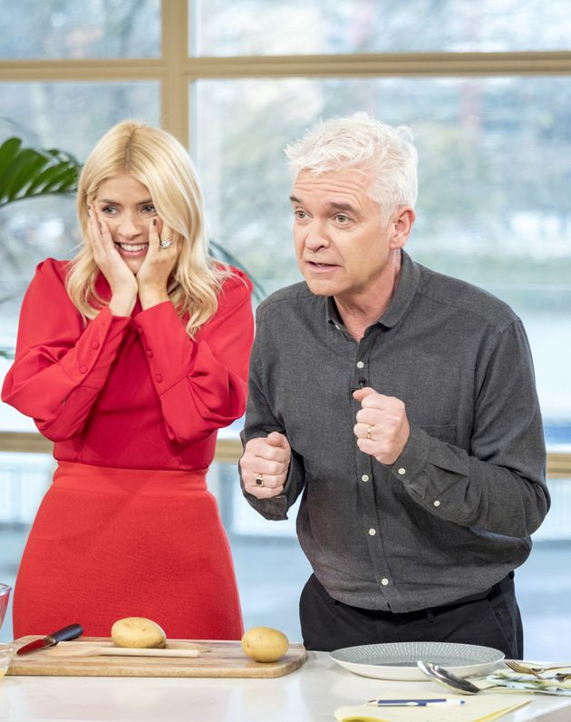 Holly Willoughby And Phillip Schofield Left Red-Faced After Calling Wrong Person In Seriously Awkward...