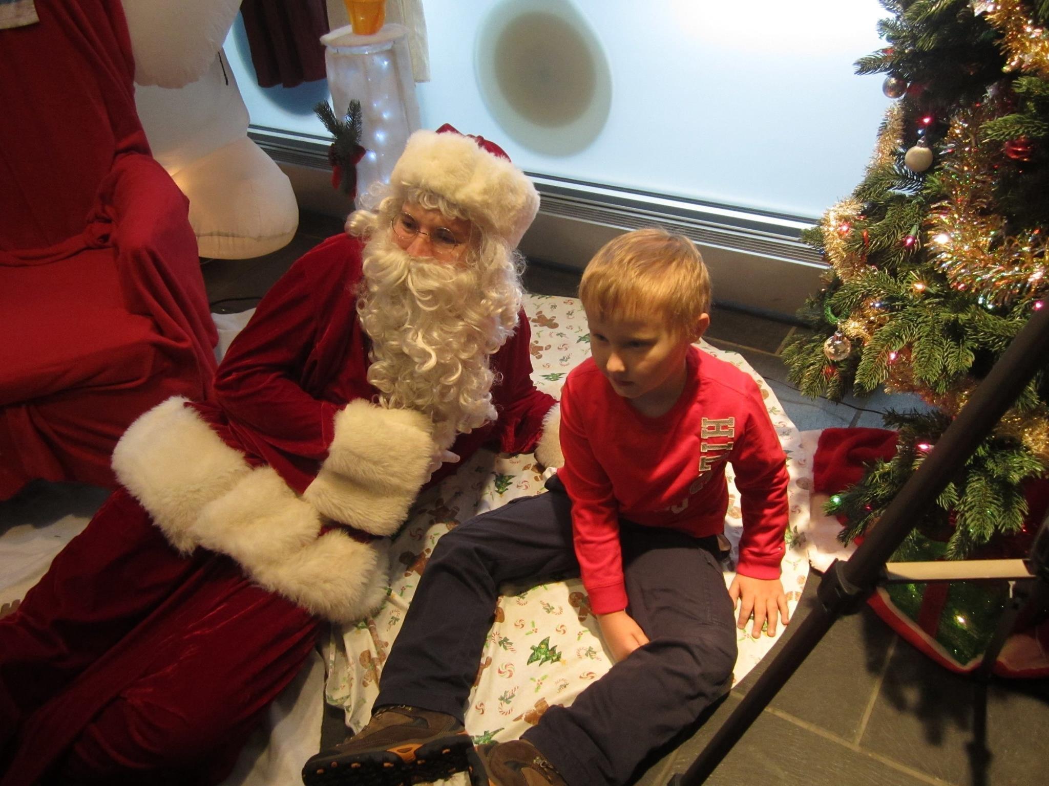 Man With Autism Offers Sensory Friendly Santa Visits So No Kid Misses