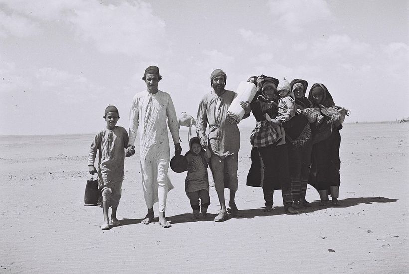<strong>Yemenite Jews on their way to the refugees camp in Aden, Yemen. </strong>