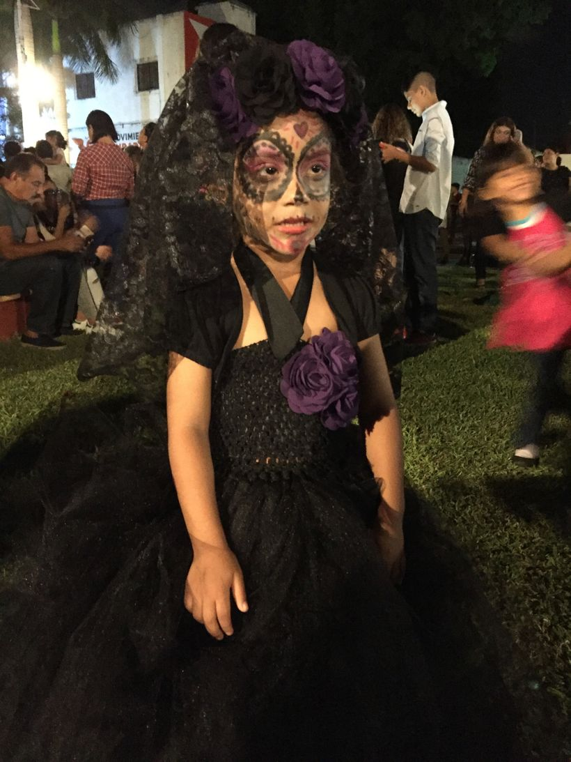 Young girl made up for Dia del los Muertos