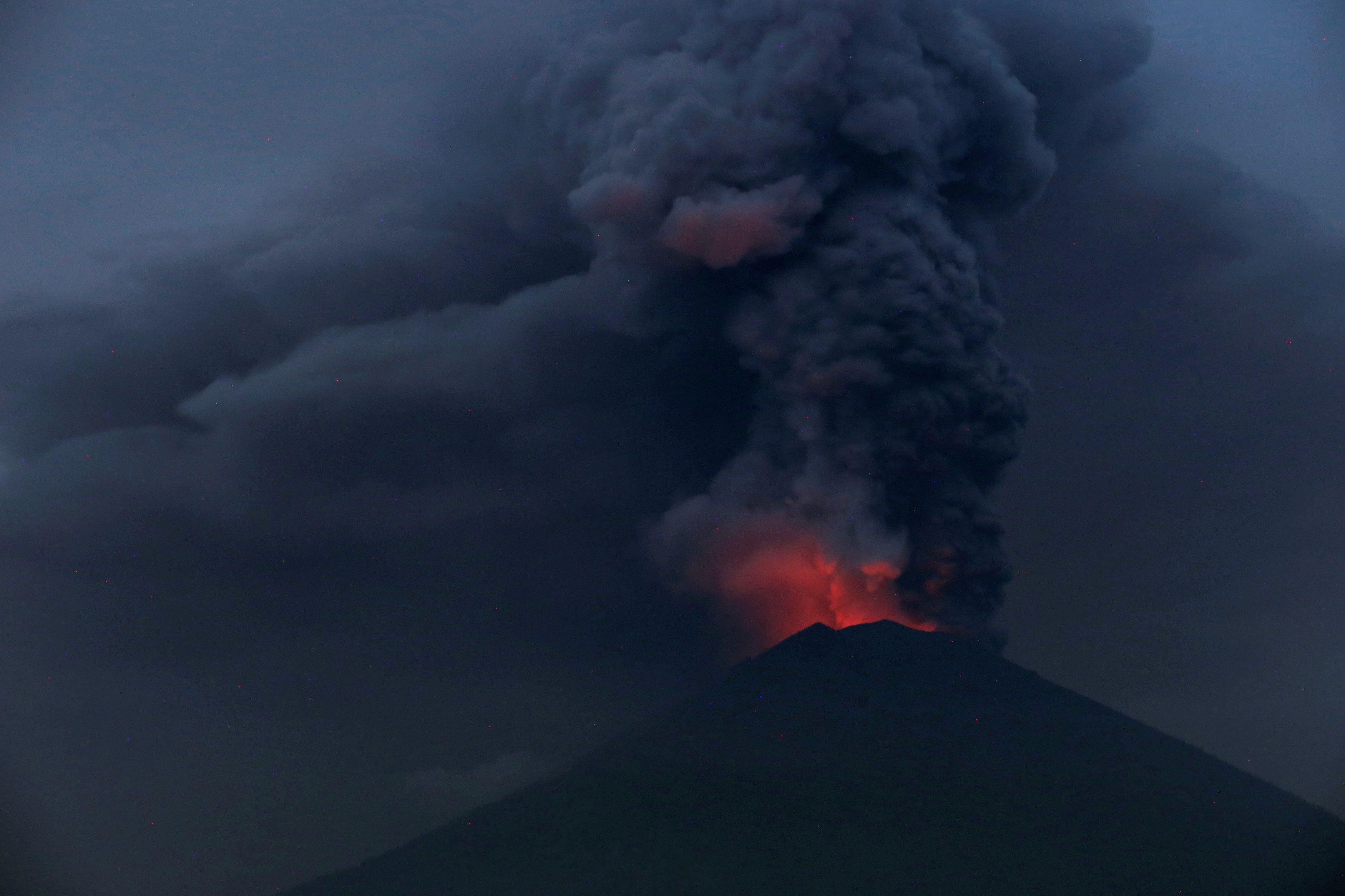 Bali Airport Closure Extended As Ash From Mount Agung Volcano Sweeps