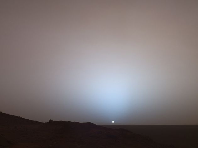NASA's Curiosity Captures Stunning Blue Sunrise/Sunset On