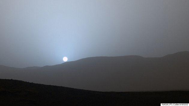 NASA's Curiosity Captures Stunning Blue Sunrise/Sunset On Mars