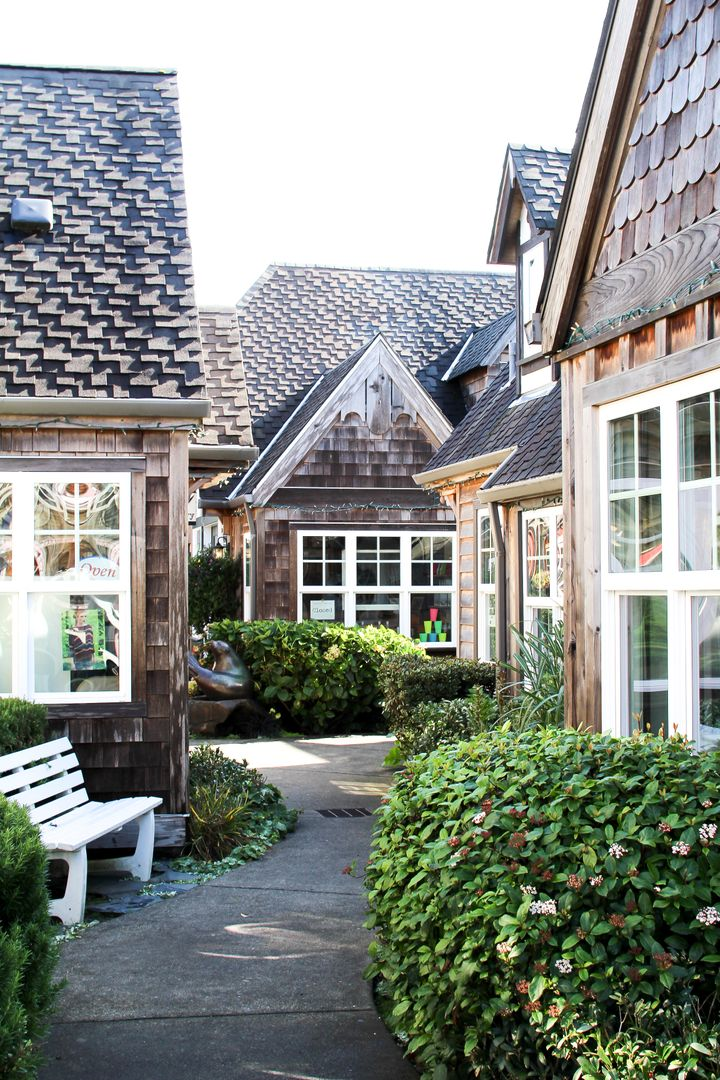 <p>Typical architecture of shops and cafes in downtown Cannon Beach.</p>