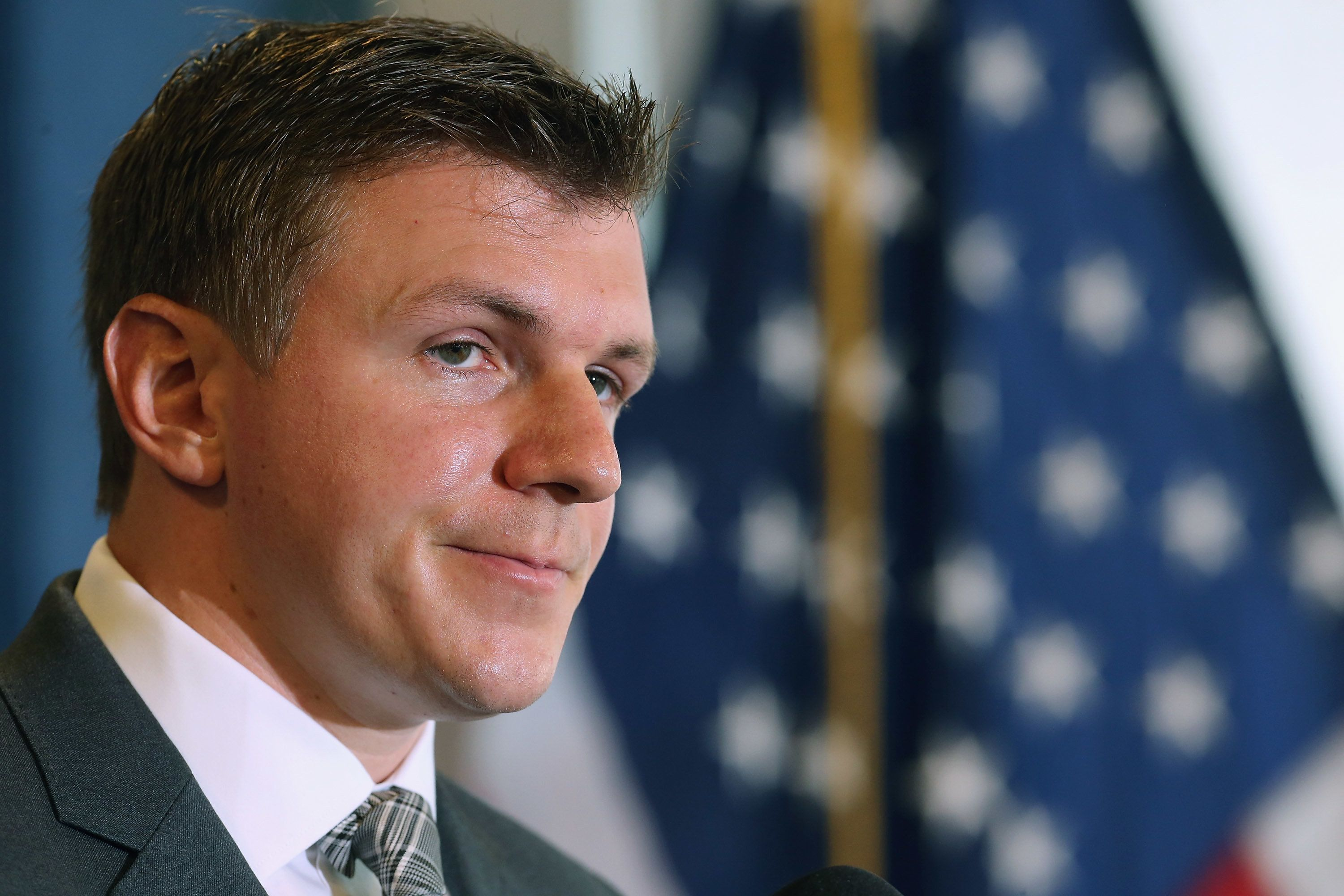 WASHINGTON, DC - SEPTEMBER 01:  Conservative undercover journalist James O'Keefe (R) holds a news conference at the National Press Club September 1, 2015 in Washington, DC. O'Keefe released a video of that accuses the Democratic frontrunner Hillary Clinton's director of marketing and FEC compliance director of breaking the law by allowing a Canadian tourist to buy $75 of campaign swag using the Project Veritas Action journalist as a straw purchaser. O'Keefe promised that people will resign from their jobs as his 'Army of Exposers' record and release more undercover videos during the 2016 campaign.  (Photo by Chip Somodevilla/Getty Images)