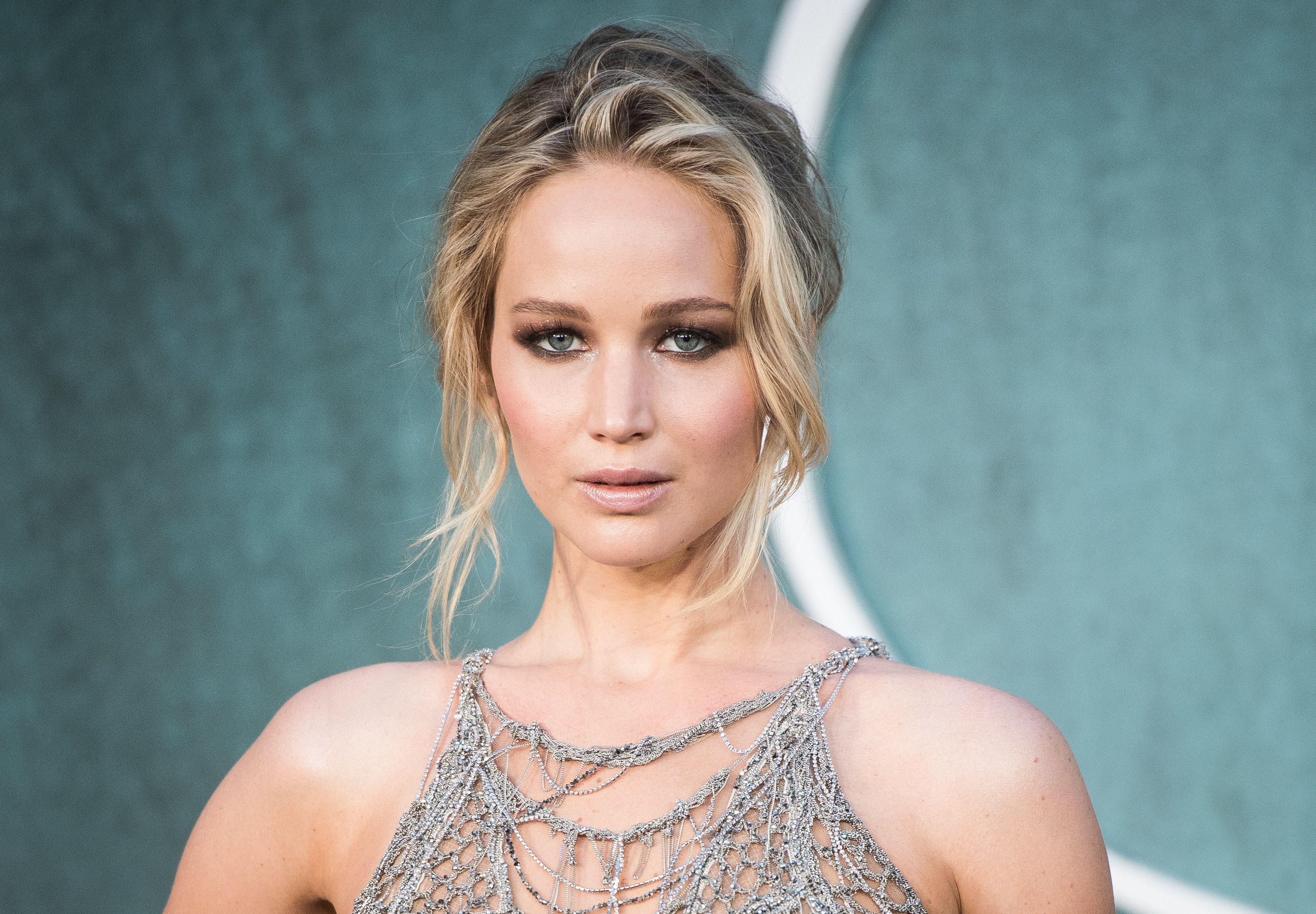 LONDON, ENGLAND - SEPTEMBER 06:  Jennifer Lawrence  attends the 'Mother!' UK premiere at Odeon Leicester Square on September 6, 2017 in London, England.  (Photo by Samir Hussein/Samir Hussein/WireImage)