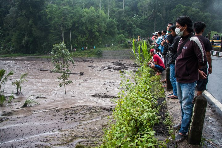 The damage from cold lava flowsisworsened by rainfall Tuesday on Bali.