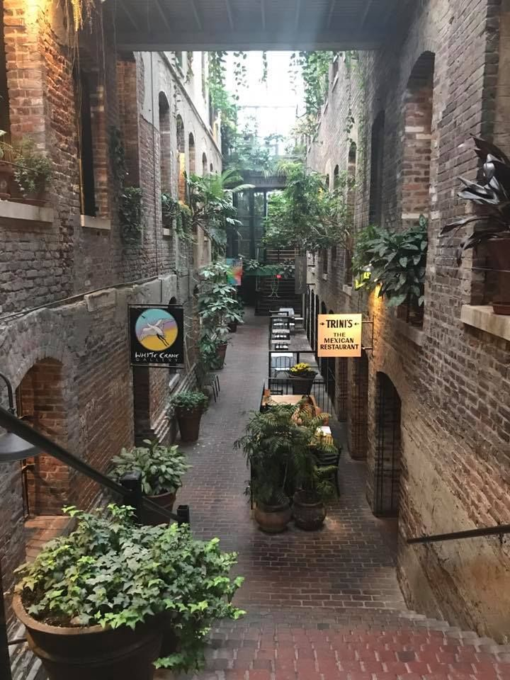 Picture of an alley in the Old Market for attention.