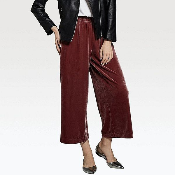 "Get them <a href=""https://www.uniqlo.com/us/en/women-velour-wide-pants-400195COL12SMA002000.html"" target=""_blank"">here</a>.&n"