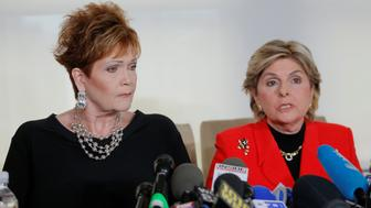 Beverly Young Nelson (L) speaks to reporters with attorney Gloria Allred during a news conference announcing new allegations of sexual misconduct against Alabama Republican congressional candidate Roy Moore, in New York, November 13, 2017.  REUTERS/Lucas Jackson
