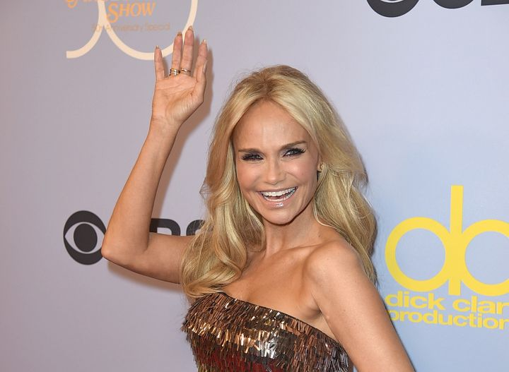 Singer-actress Kristin Chenoweth will be honored with the Trevor Project's 2017 Icon Award.