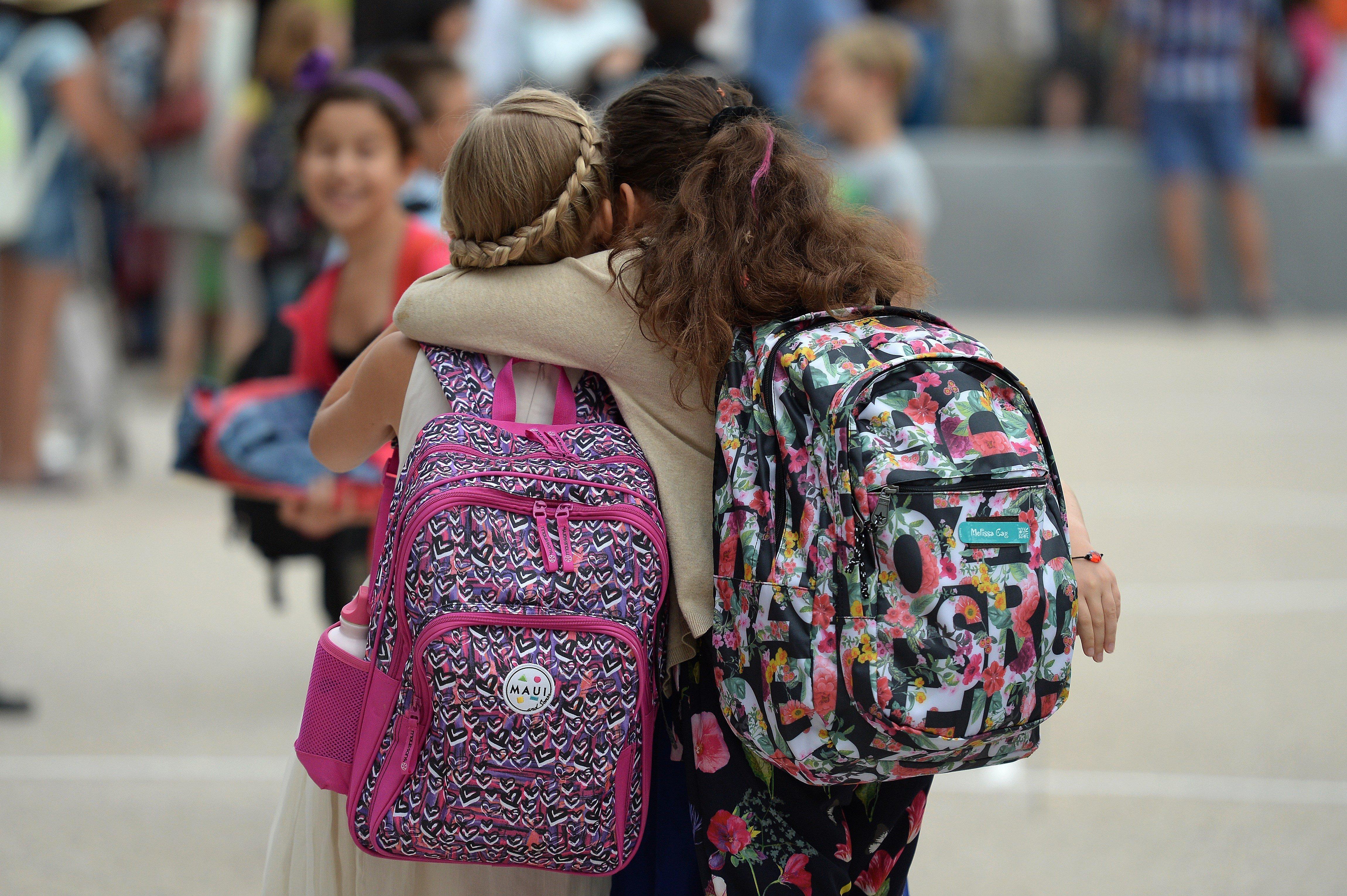 Μία Παρασκευή τον μήνα, η τσάντα των μαθητών Δημοτικού θα μένει στο