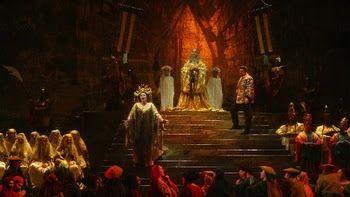 <p>A scene from Beni Montresor's production of <strong><em>Turandot</em></strong> (originally designed for the New York City Opera) </p>
