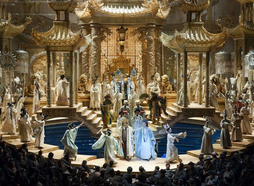 A scene from Franco Zeffirelli&#39;s production of <em><strong>Turandot</strong></em> (originally designed for the Metropolit