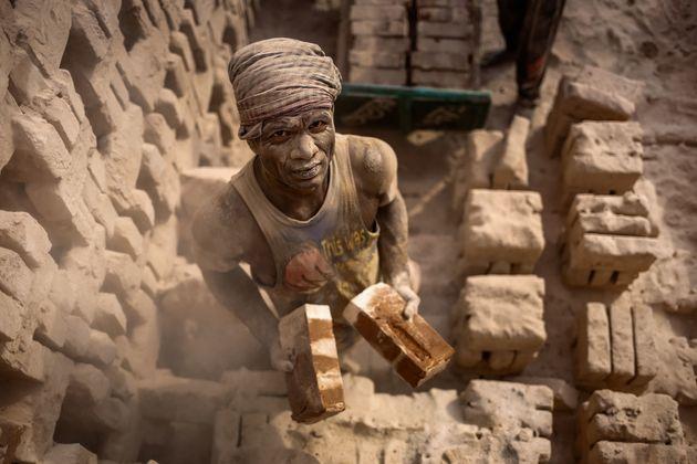 Σύγχρονη δουλεία: «Κάτω… από τη μύτη