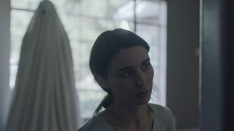 """""""A Ghost Story"""" may invite comparisons to Terrence Malick, Virginia Woolf, """"Boyhood"""" and """"Ugetsu,"""" but it's a singularf"""