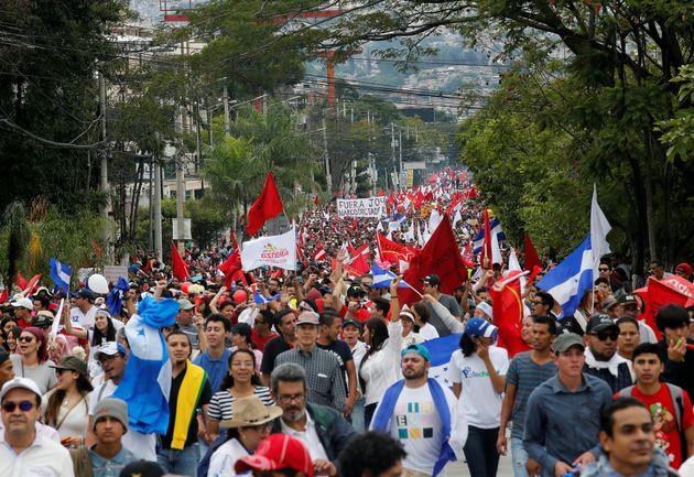 Ξεκινά ξανά η καταμέτρηση ψήφων στην Ονδούρα εν μέσω καταγγελιών για νοθεία και οργισμένων