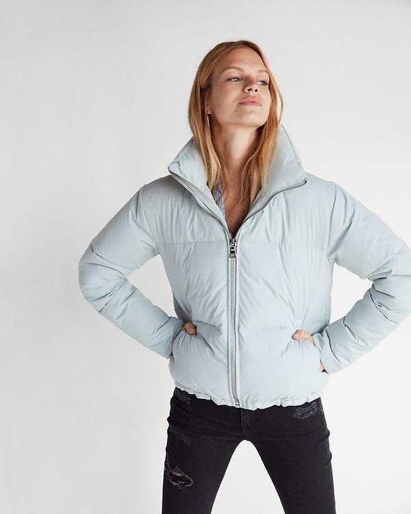"<a href=""https://www.express.com/clothing/women/zip-front-short-puffer-coat/pro/08923442/color/LIGHT%20GRAY?mrkgcl=638&mr"