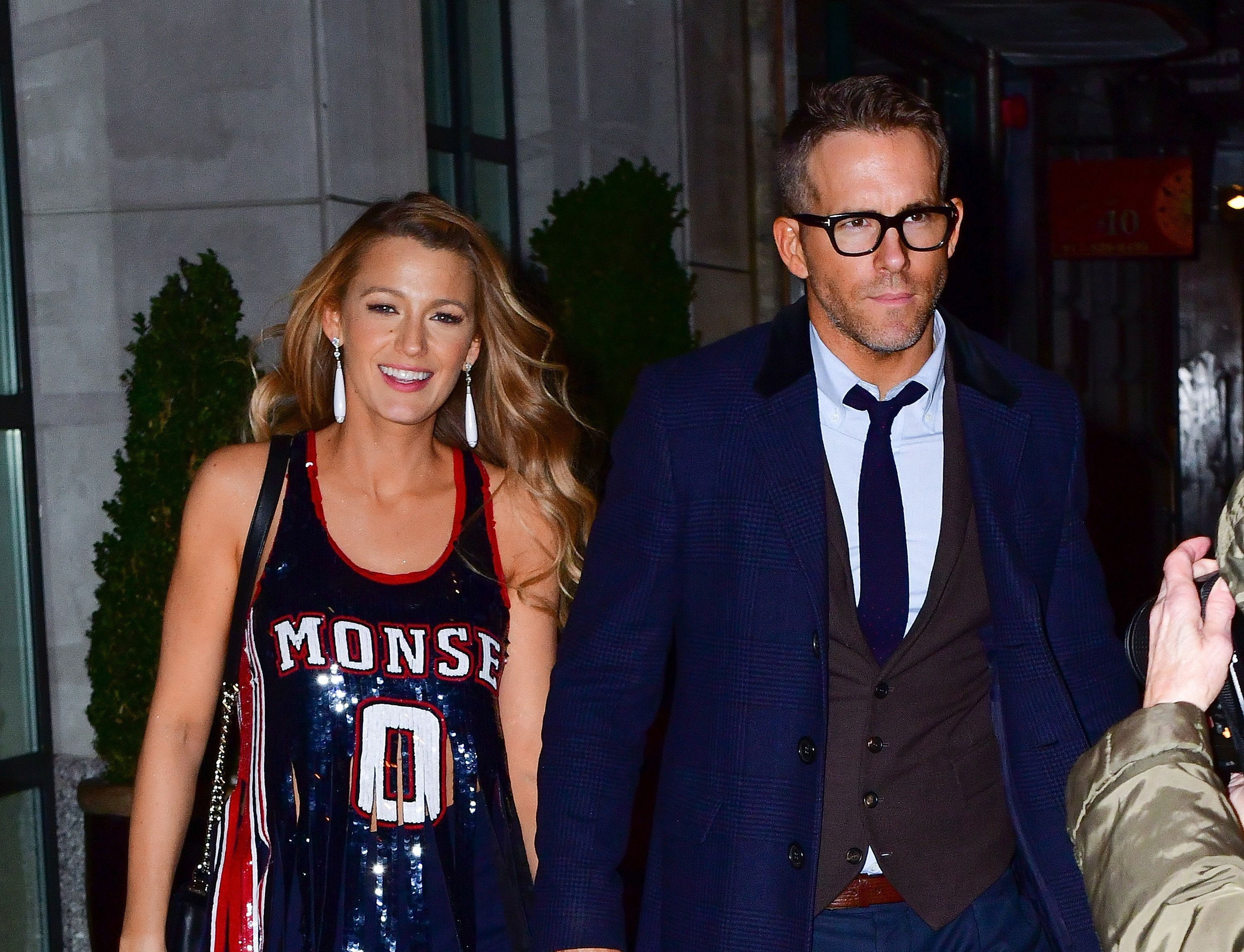 NEW YORK, NY - OCTOBER 16:  Blake Lively and Ryan Reynolds leave The Whitby Hotel on October 16, 2017 in New York City.  (Photo by James Devaney/GC Images)