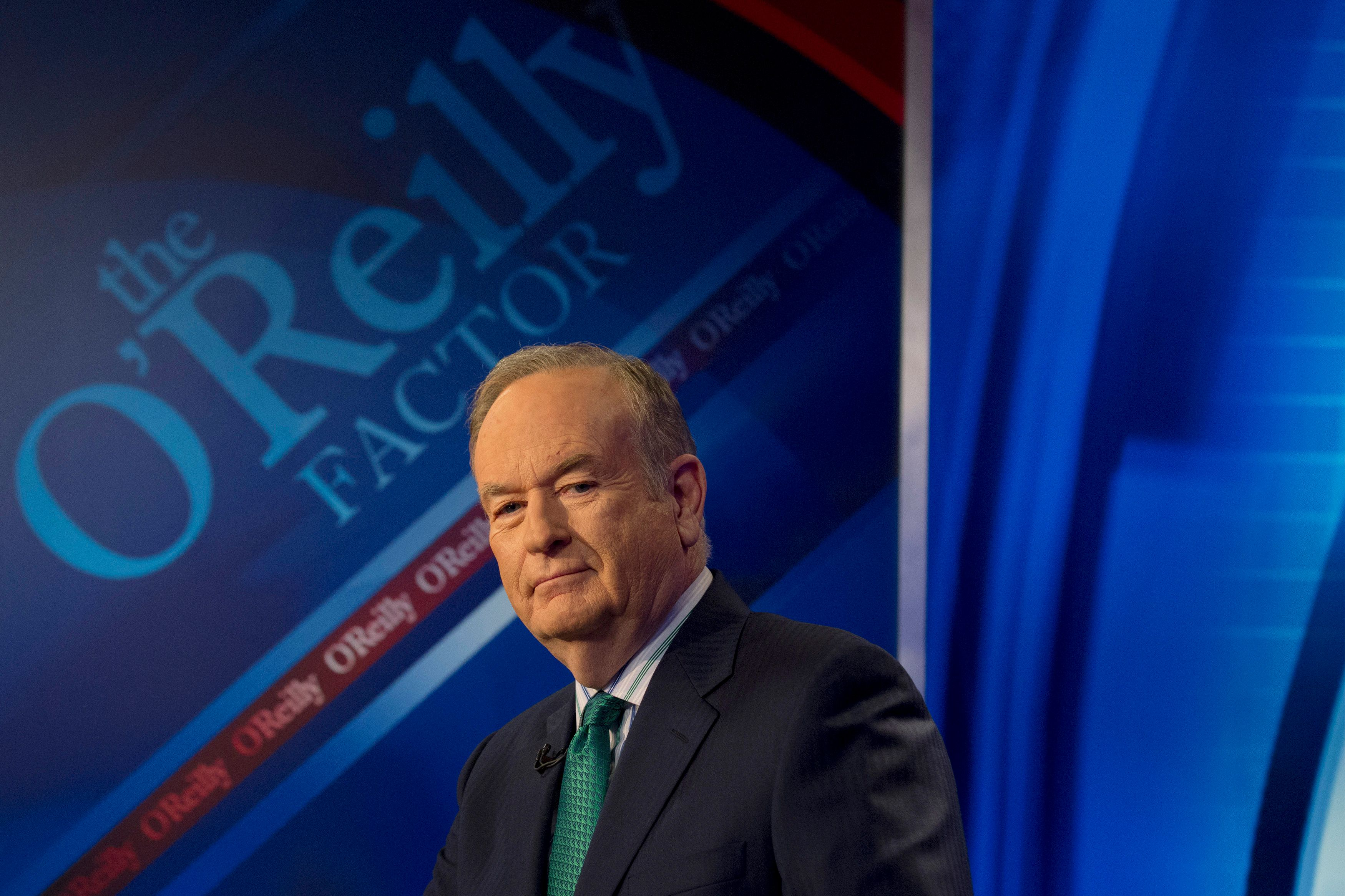 "Fox News Channel host Bill O'Reilly poses on the set of his show ""The O'Reilly Factor"" in New York March 17, 2015. REUTERS/Brendan McDermid (UNITED STATES - Tags: ENTERTAINMENT MEDIA)"