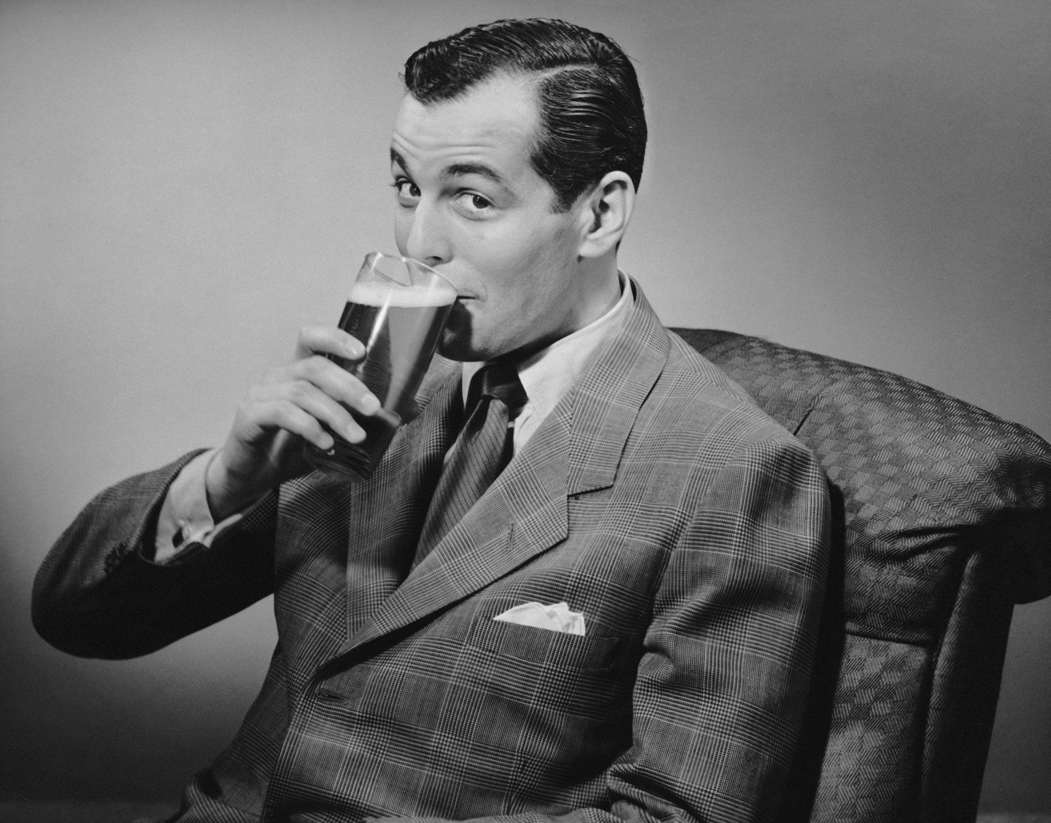 UNITED STATES - CIRCA 1950s:  Man drinking beer.  (Photo by George Marks/Retrofile/Getty Images)