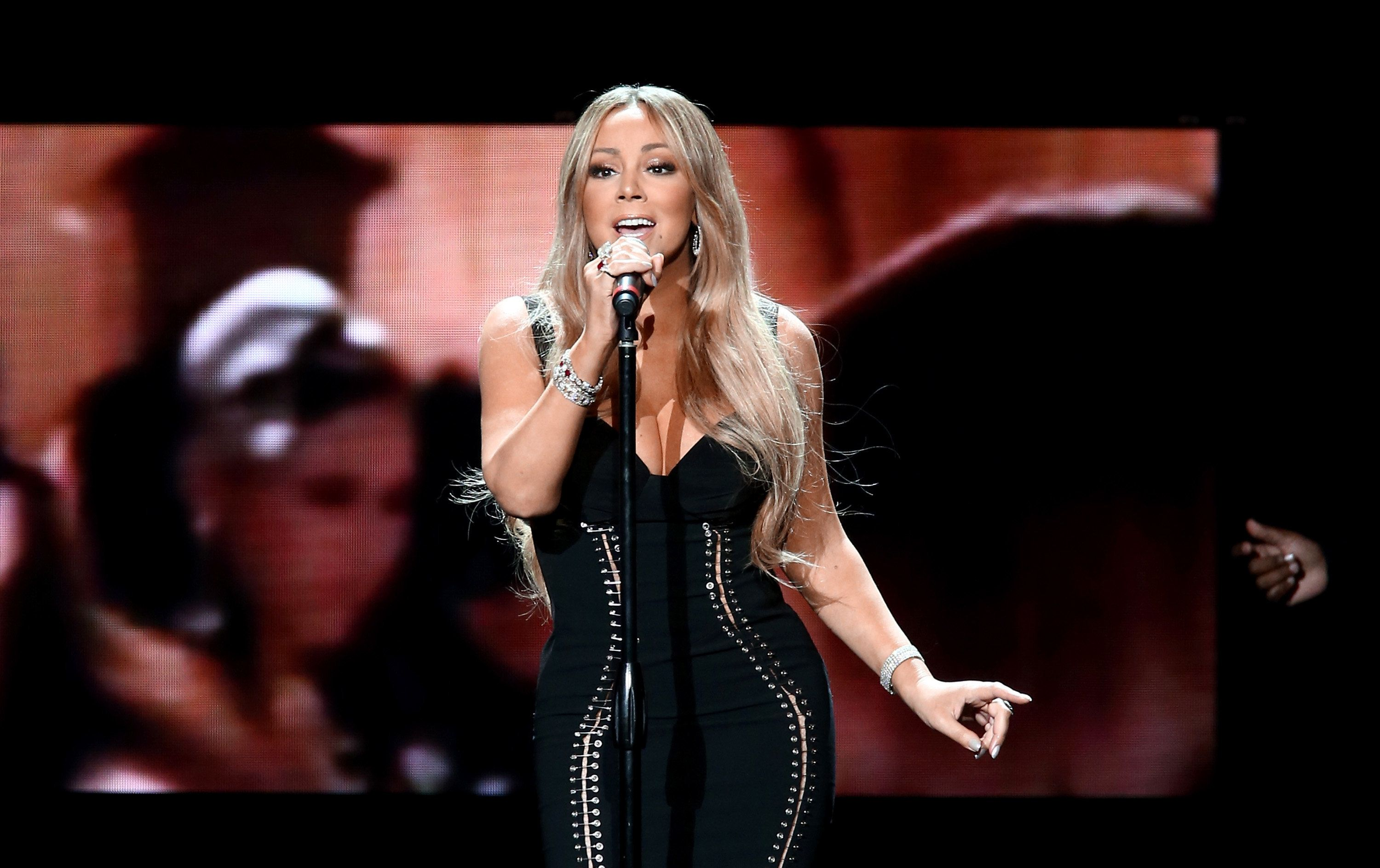 LOS ANGELES, CA - NOVEMBER 30:  Mariah Carey performs onstage during the AHF World AIDS DAY Concert and 30th Anniversary Celebration featuring Mariah Carey and DJ Khaled at the Shrine Auditorium on November 30, 2017 in Los Angeles, California.  (Photo by Tommaso Boddi/Getty Images for AIDS Healthcare Foundation)