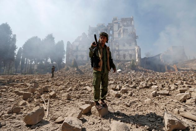 Saudi-led warplanes targeted the presidential palace in the Yemeni capital of Sana'a, held by Houthi...
