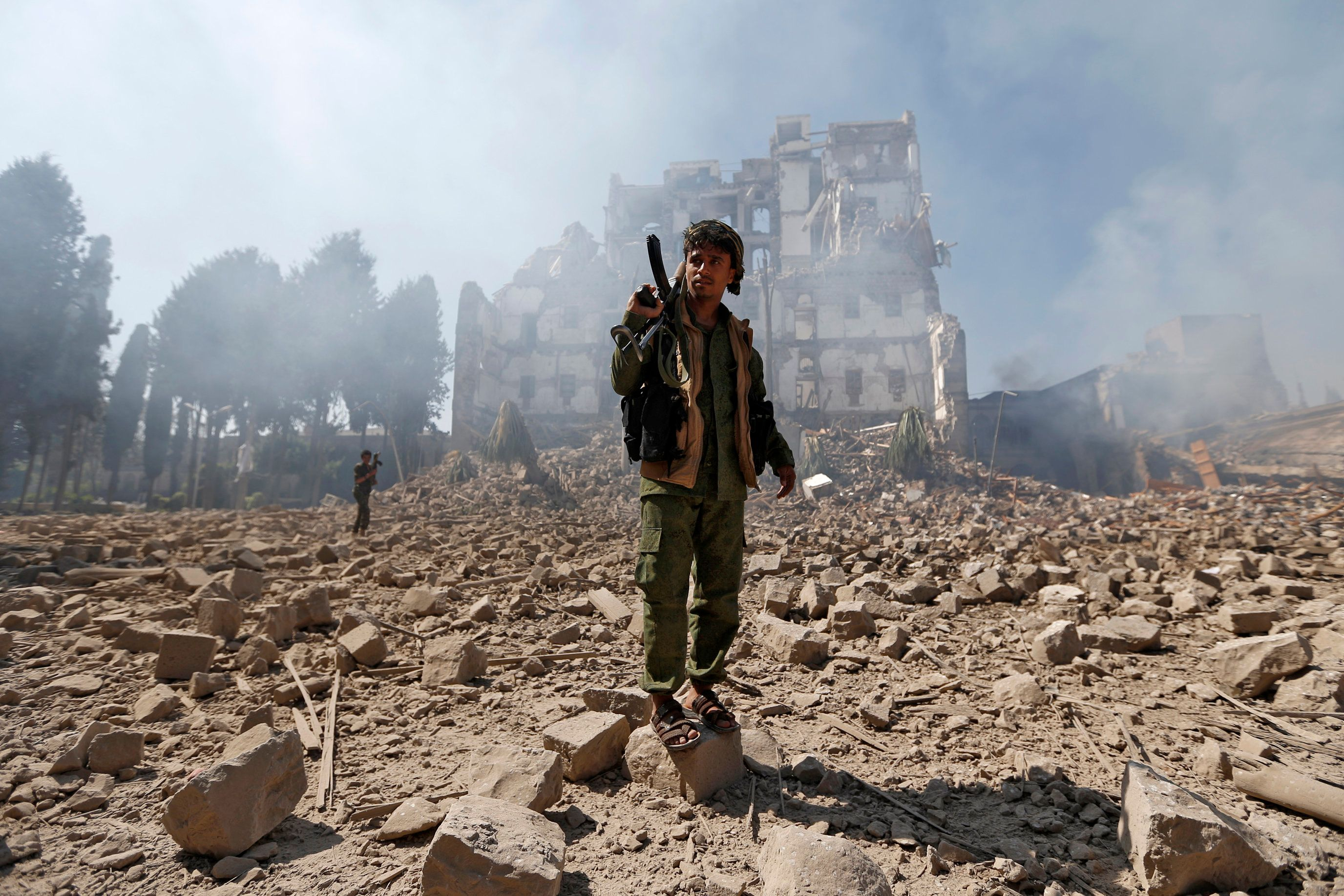 Saudi-led warplanes targeted the presidential palace in the Yemeni capital of Sana'a, held by Houthi rebel forces, in a Dec.