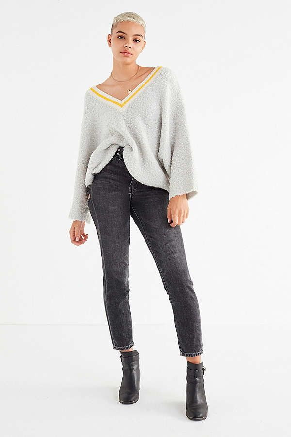 """<a href=""""https://www.urbanoutfitters.com/shop/uo-alex-cozy-dolman-sweater?category=SEARCHRESULTS&color=004"""" target=""""_blan"""