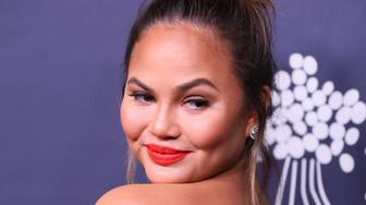 CULVER CITY, CA - NOVEMBER 11: Chrissy Teigen attends the 2017 Baby2Baby Gala on November 11, 2017 in Los Angeles, California. (Photo by JB Lacroix/ WireImage)