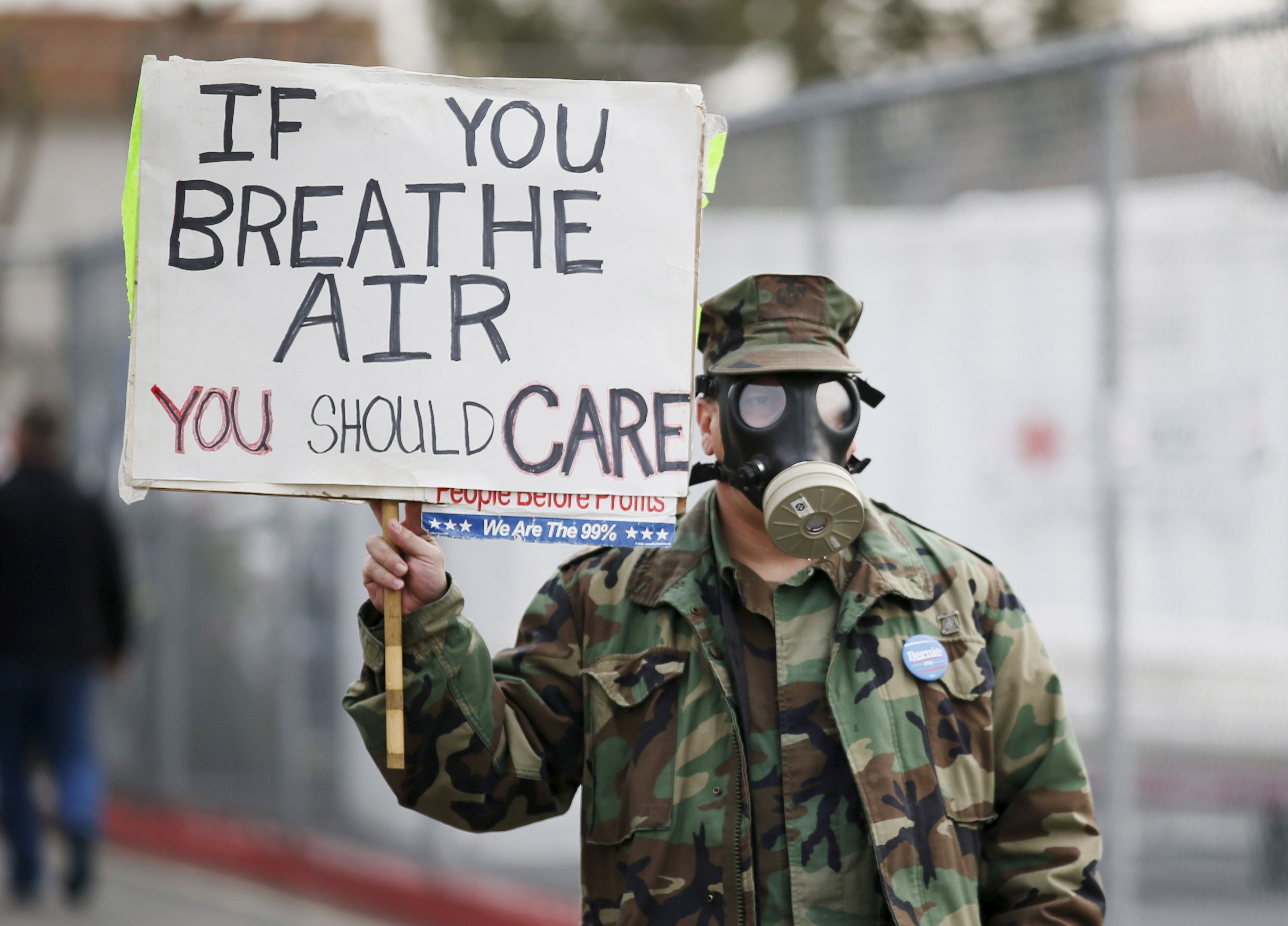 Brian Seligman holds a sign to protest a gas leak in the Porter Ranch area of Los Angeles before a meeting of the California Air Quality Management District in Granada Hills, California January 9, 2016. Southern California Gas Company has been tackling a Los Angeles-area natural gas leak that has been sickening nearby residents for more than two months.  REUTERS/Danny Moloshok      TPX IMAGES OF THE DAY