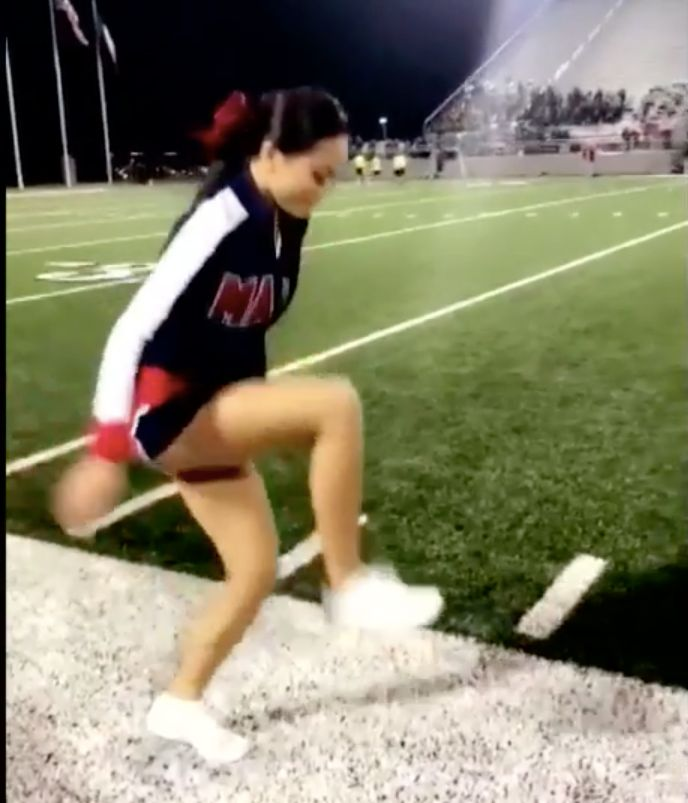 Texas Cheerleader Shows How To Do 'Invisible Box' Challenge