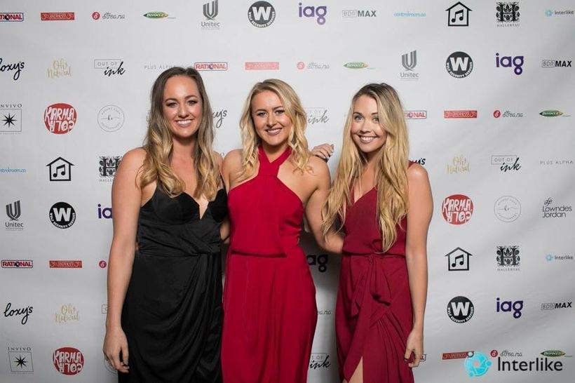 sViv (left) and Tash (middle) pictured with fellow kiwi Instagrammer Kristina Webb at the NZ Social Media Awards. Tash and V