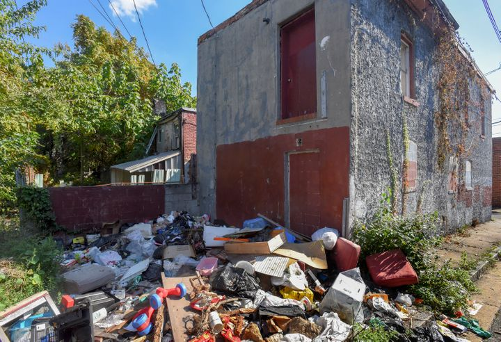 <p> Lemmon Street's trash piles and vacant homes harbor rodents and insects that can set off asthma flare-ups.</p>
