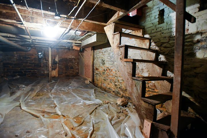 <p>Darlene Summerville partly blames a moldy dirt basement for triggering her children's asthma flare-ups.</p>