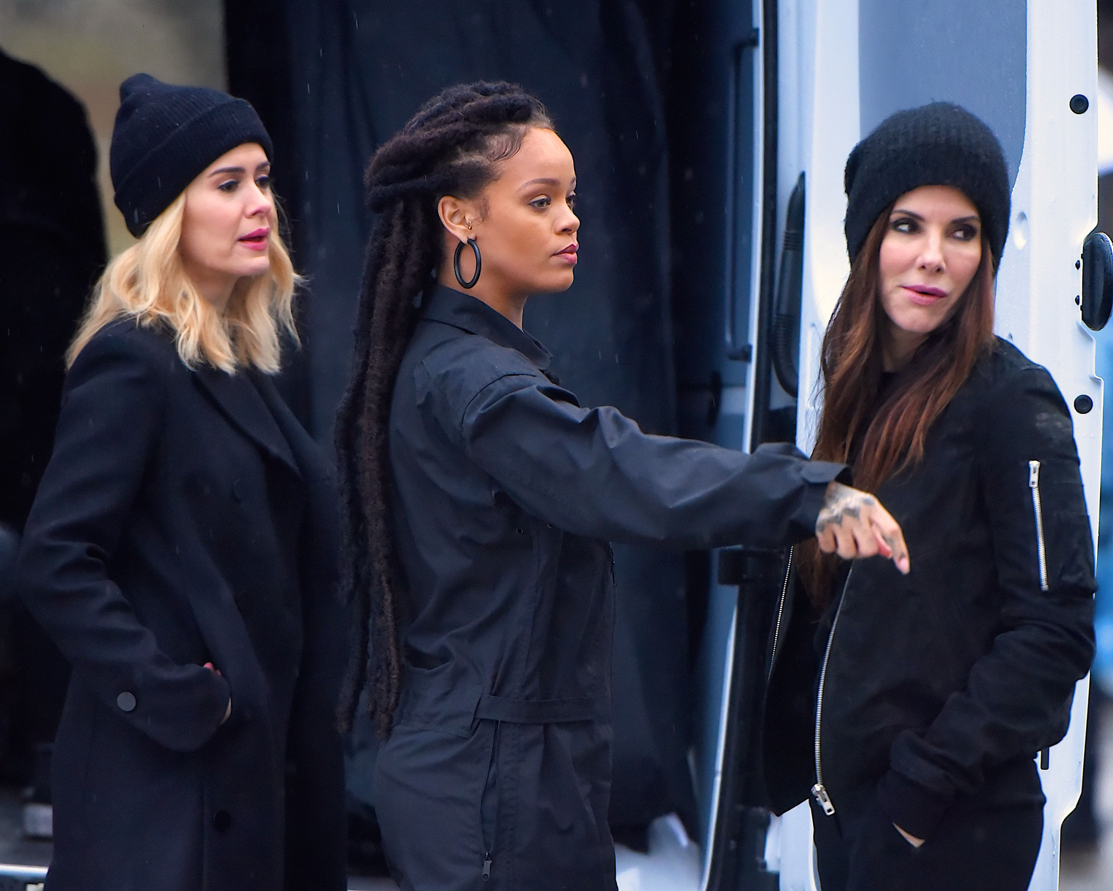 NEW YORK, NY - JANUARY 24:  Sarah Paulson, Rihanna and Sandra Bullock seen at the 'Ocean's Eight' film set in Central Park on  January 24, 2017 in New York City.  (Photo by Robert Kamau/GC Images)