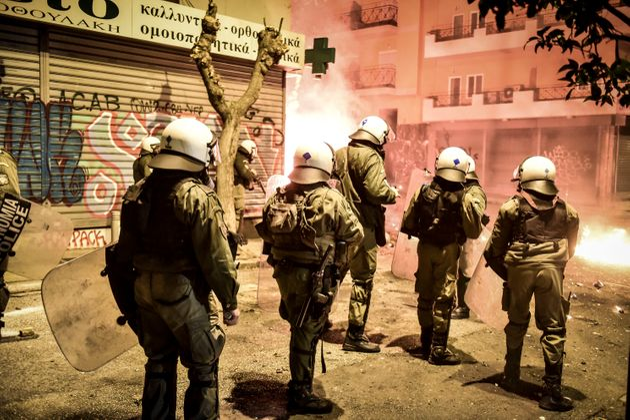 Εξάρχεια: Βρέθηκαν γκαζάκια και μολότοφ. Τέσσερις ανήλικοι στους συλληφθέντες για