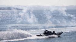 Δείτε το εντυπωσιακό ρεσάλτο «βατραχανθρώπων» σε ναρκόπλοιο ανοιχτά της Κρήτης. Όλο το