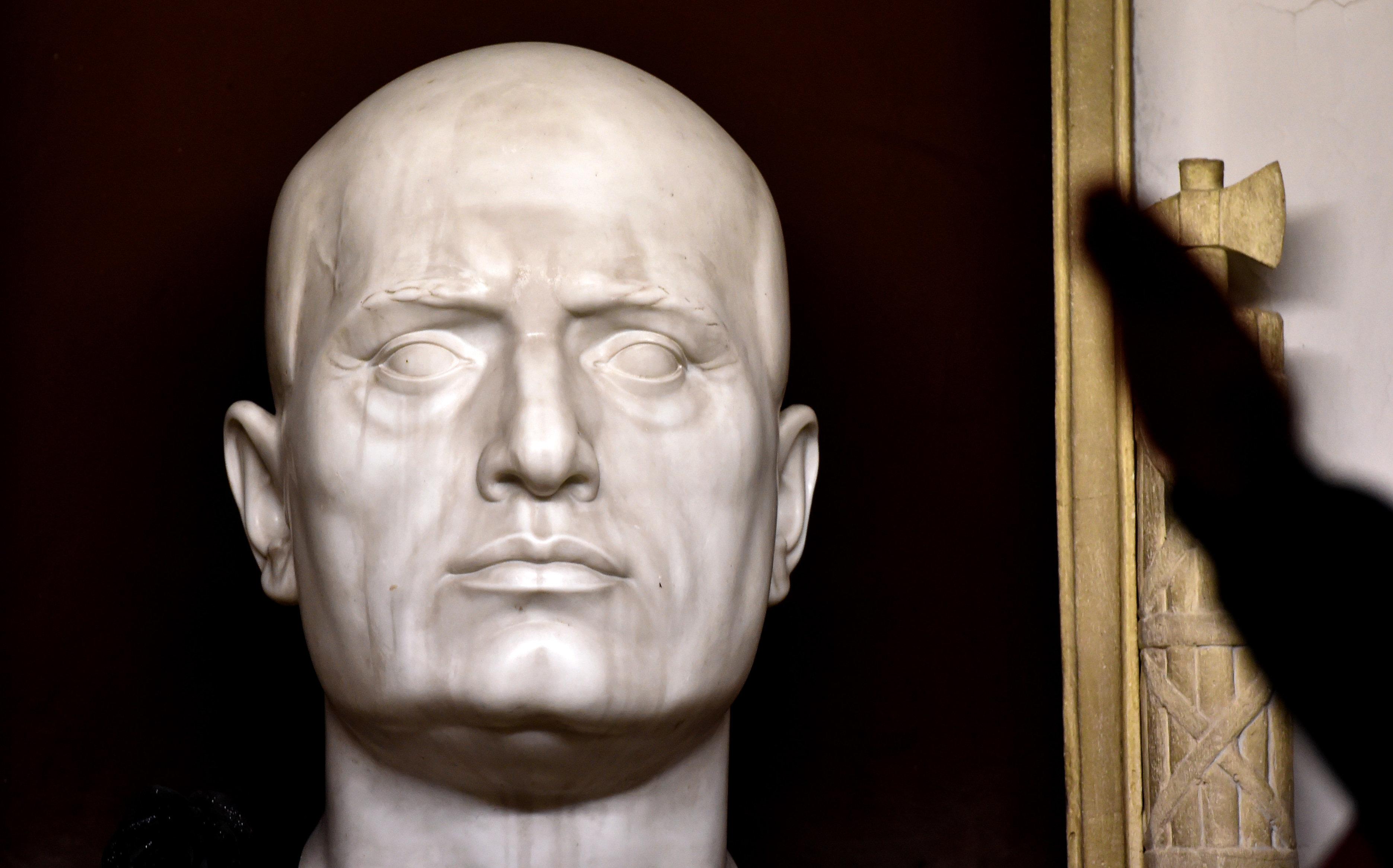 Μια μικρή ιταλική πόλη διδάσκει τον κόσμο πώς να χειριστεί αμφιλεγόμενα μνημεία του