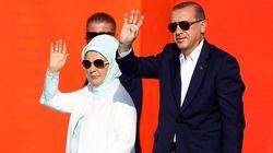 Η άγνωστη Εμινέ Ερντογάν.Πάντα ένα βήμα πίσω από τον σύζυγό της ή μια πανίσχυρη βαλιντέ της εποχής