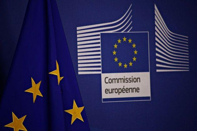 Προειδοποιητική επιστολή στην Ελλάδα για υπέρογκα τέλη έκδοσης αδειών διαμονής έστειλε η