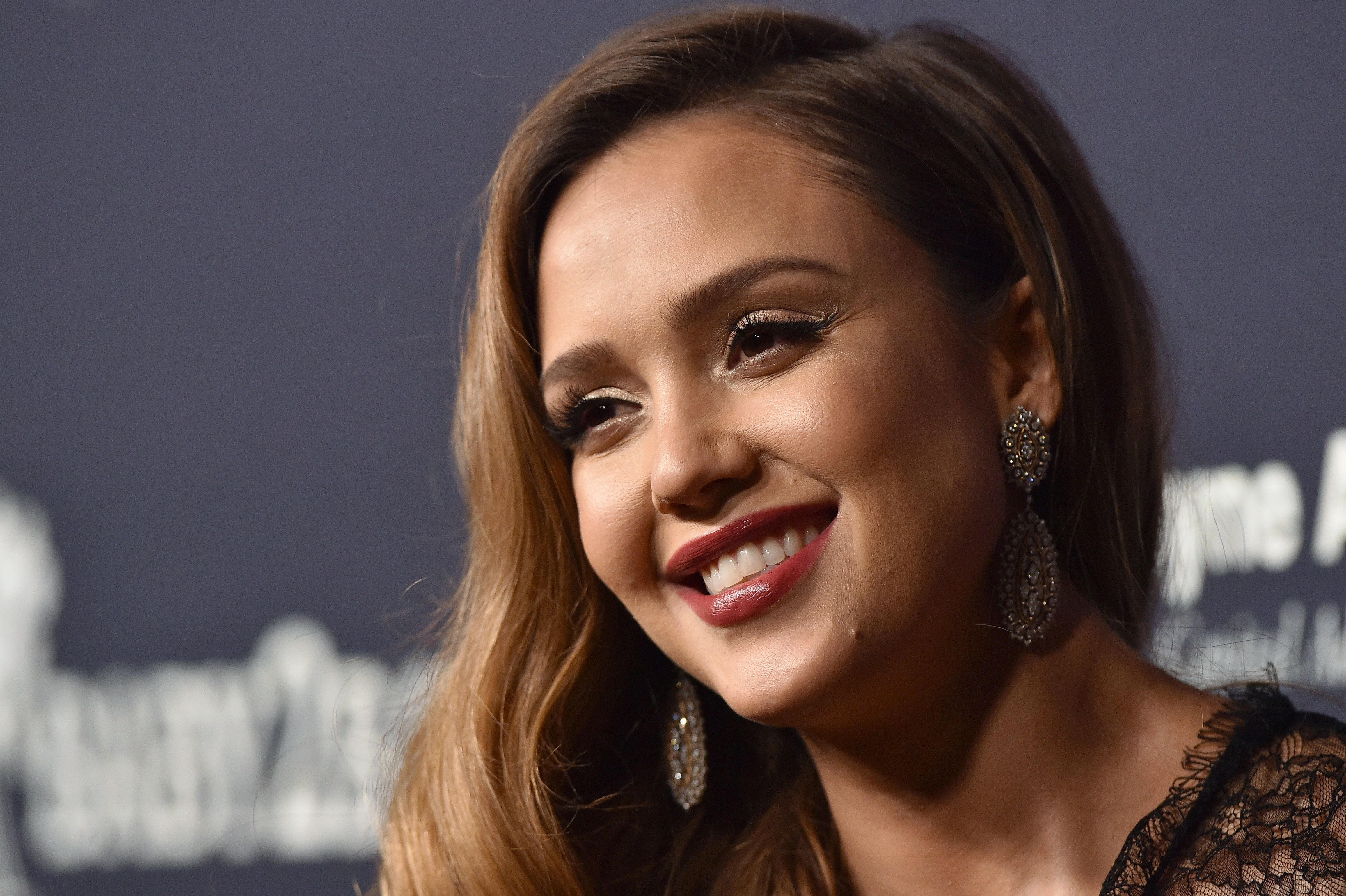 CULVER CITY, CA - NOVEMBER 11:  Actress Jessica Alba attends the 2017 Baby2Baby Gala at 3LABS on November 11, 2017 in Culver City, California.  (Photo by Axelle/Bauer-Griffin/FilmMagic)