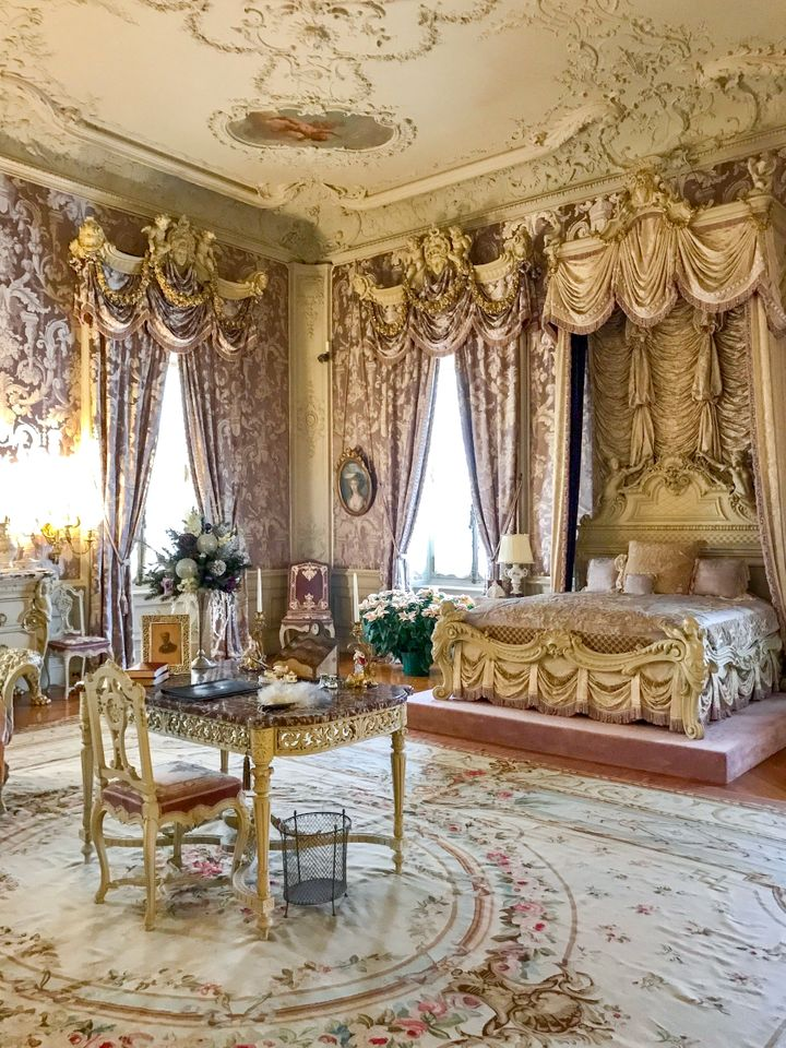 <p>A bedroom in Gilded Age mansion The Marble House. </p>