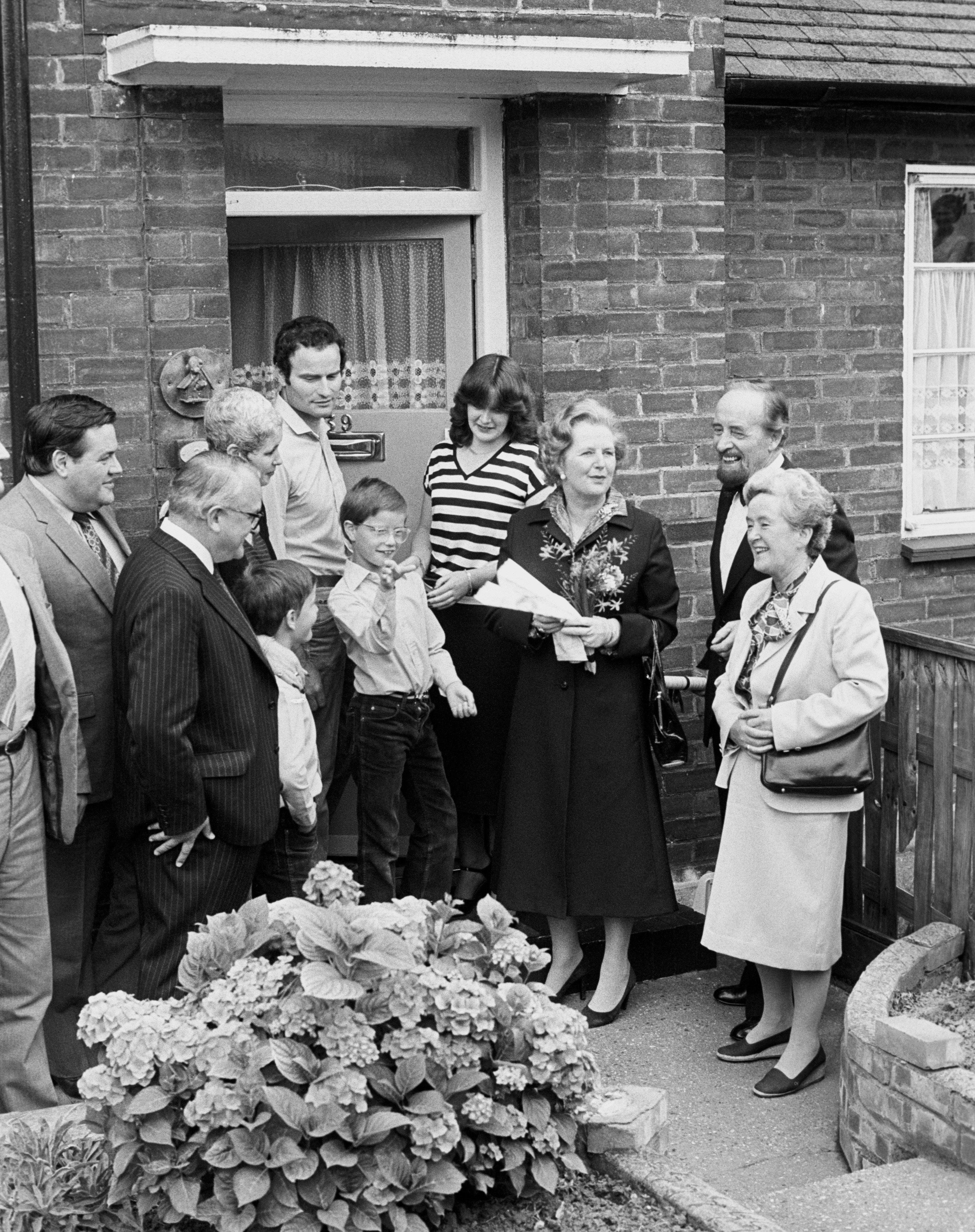Margaret Thatcher hands over a copy of the deeds of 39 Amersham Road, Harold Hill, in Essex, toa...